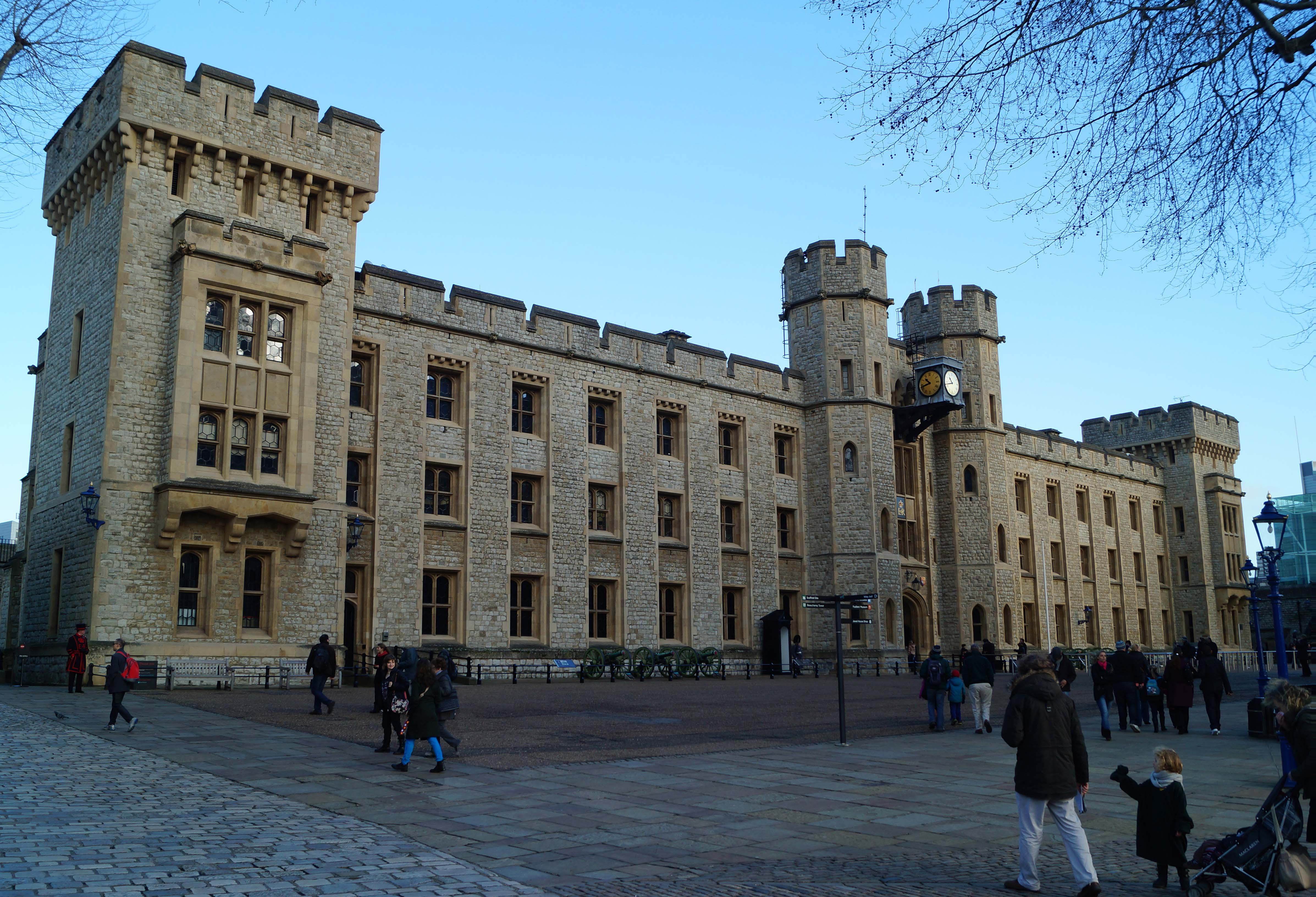 when was the tower of london built