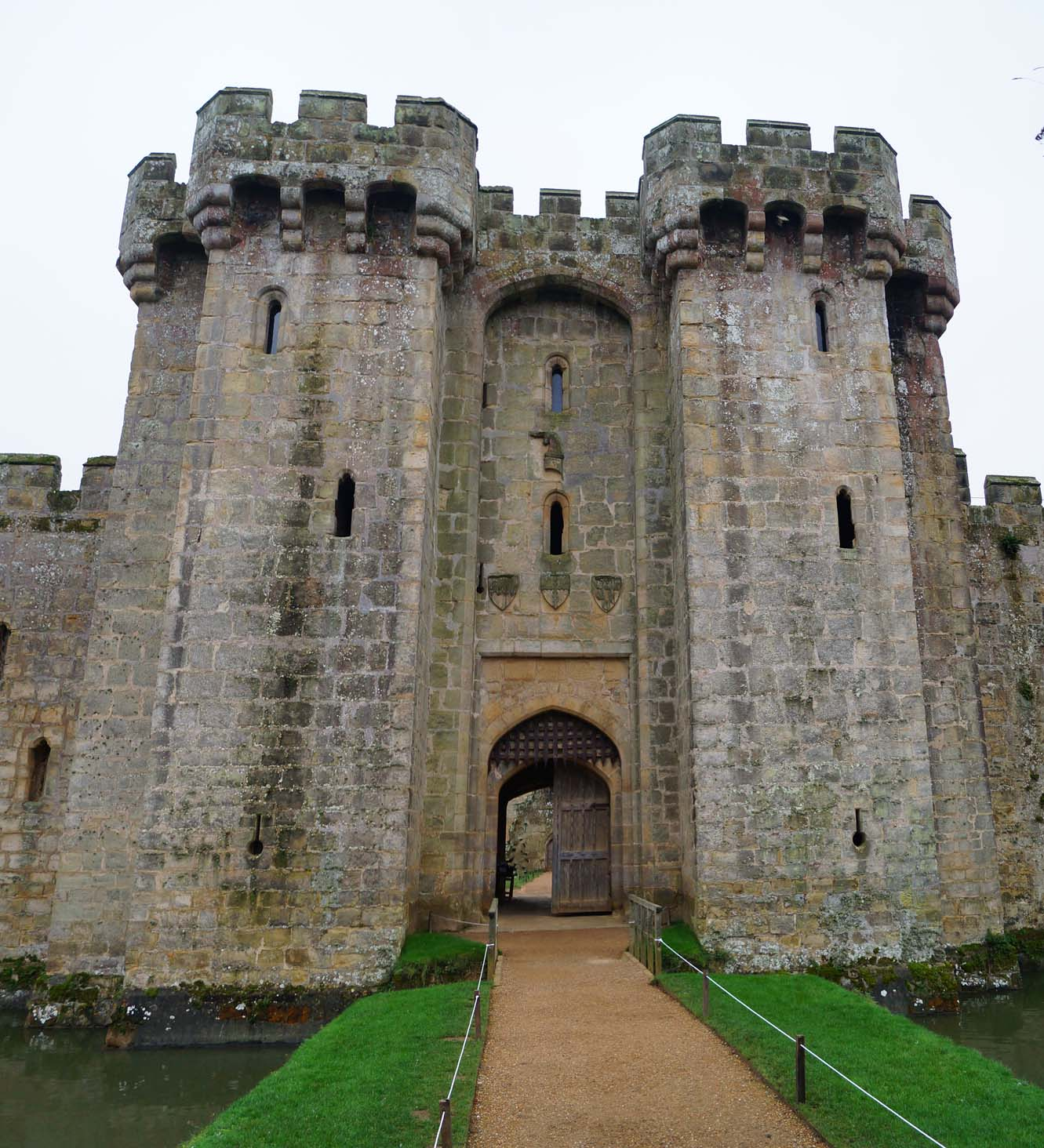 Great A Second Bridge Provided Access To The Postern Gate. The Castle Was  Constructed From Sandstone Ashlar Quarried From Nearby Wadhurst. Design Ideas