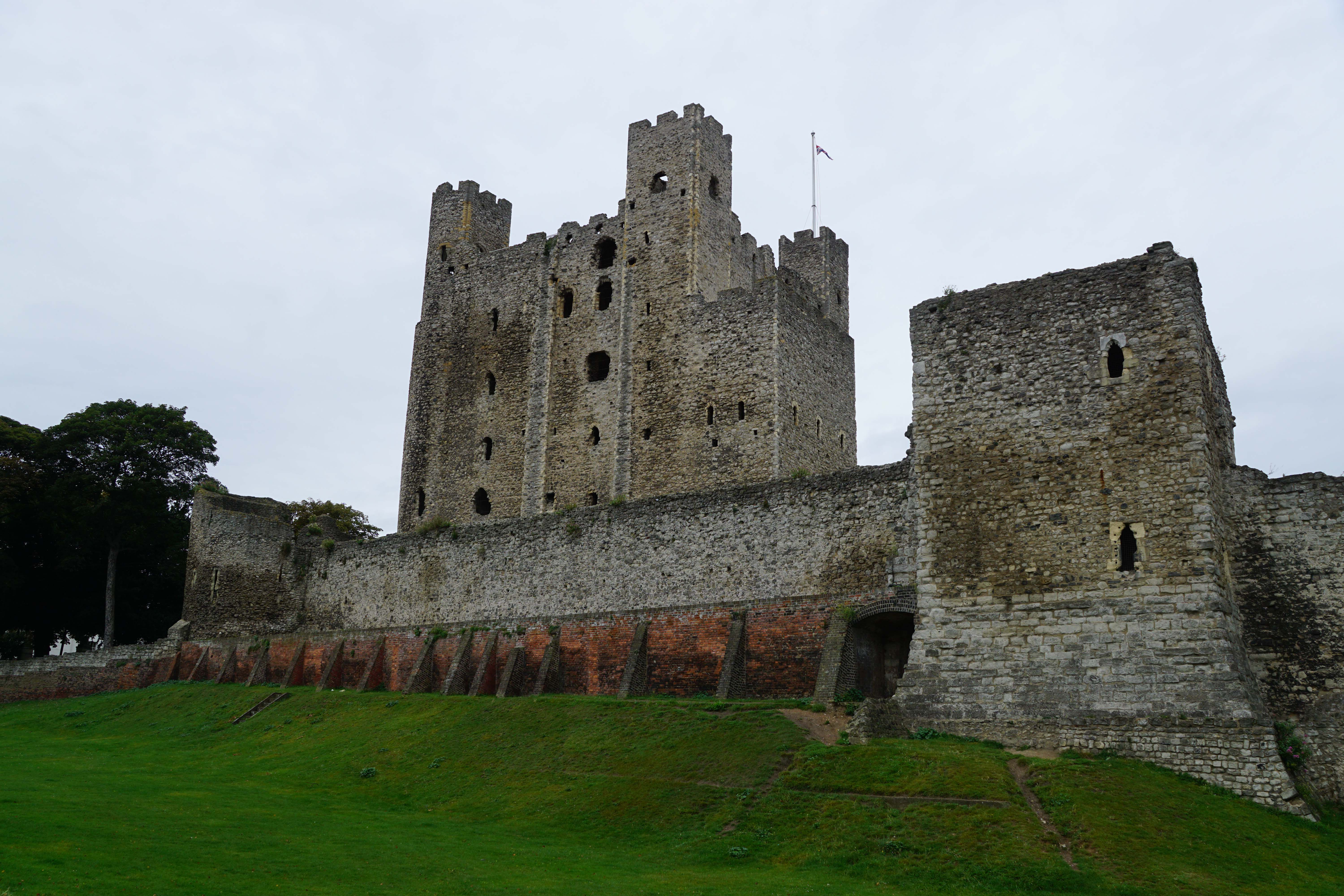 Curtain Wall Medieval Times : Rochester castle and town walls south east castles