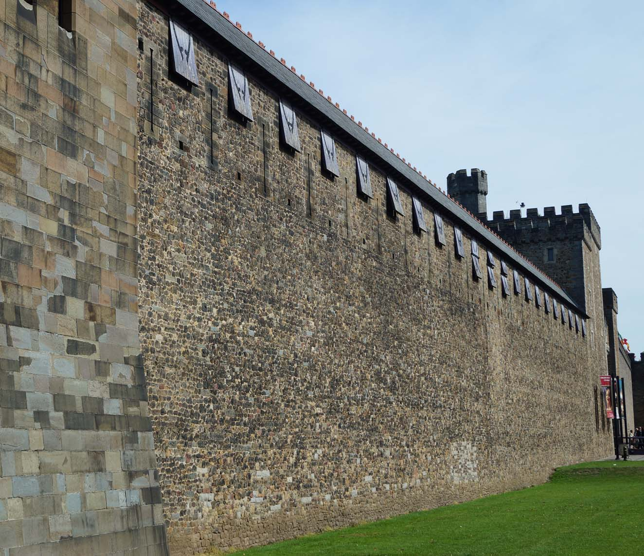 Castle Point Apartments: Cardiff Castle And Cardiff Town Wall