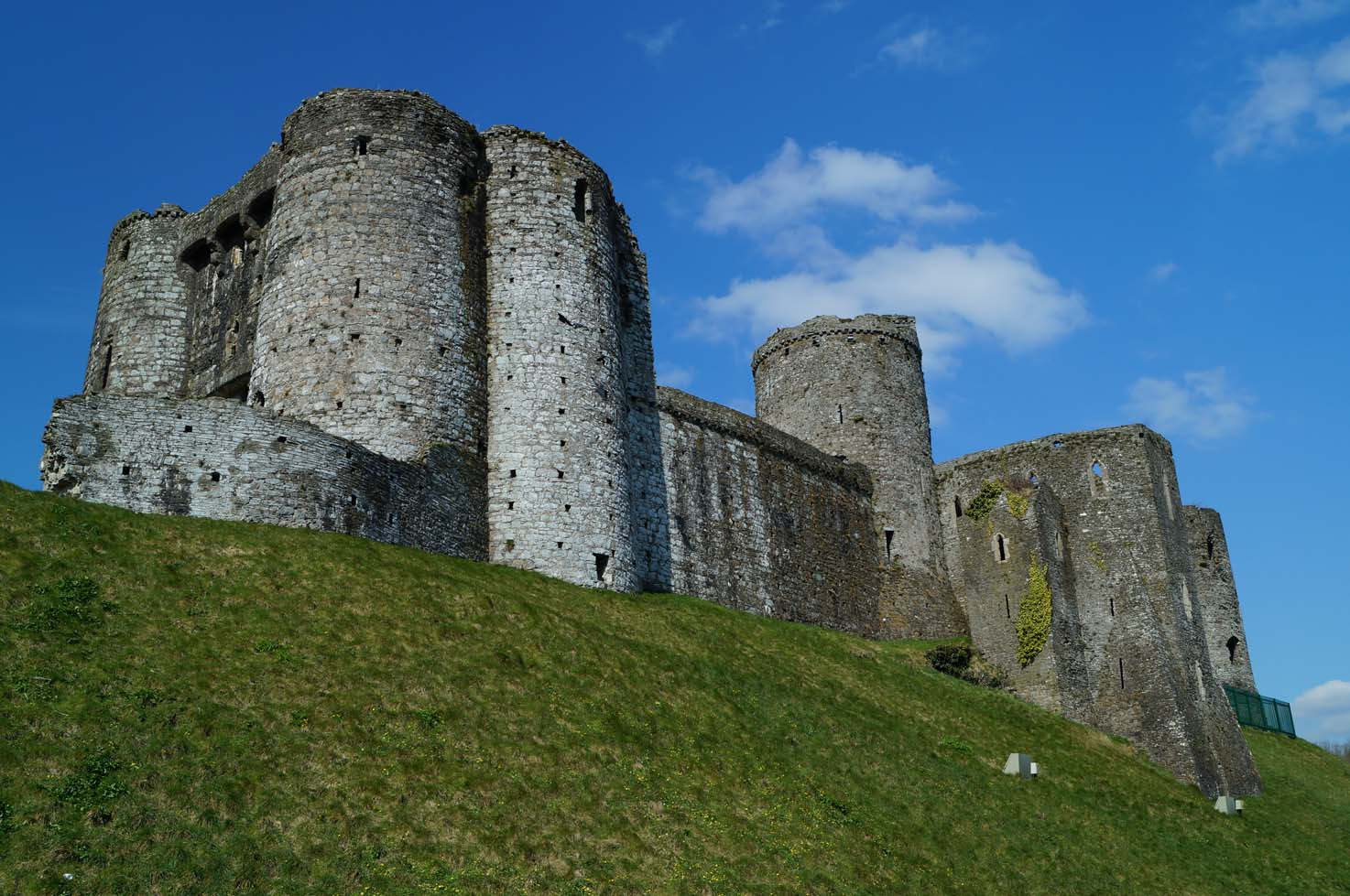 kidwelly castle | south west wales | castles, forts and battles